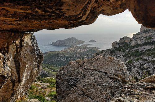 Grotte de l'Ours dans la vallée de Callelongue, PN des Calanques, par Pablo Sievert.